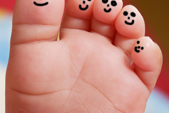 happy-toes-can-stock